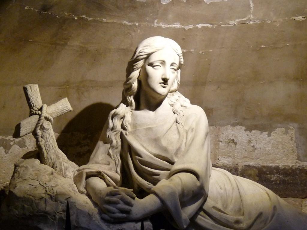 photo saint maximin la sainte baume 83470 dans la basilique la crypte st marie madeleine. Black Bedroom Furniture Sets. Home Design Ideas