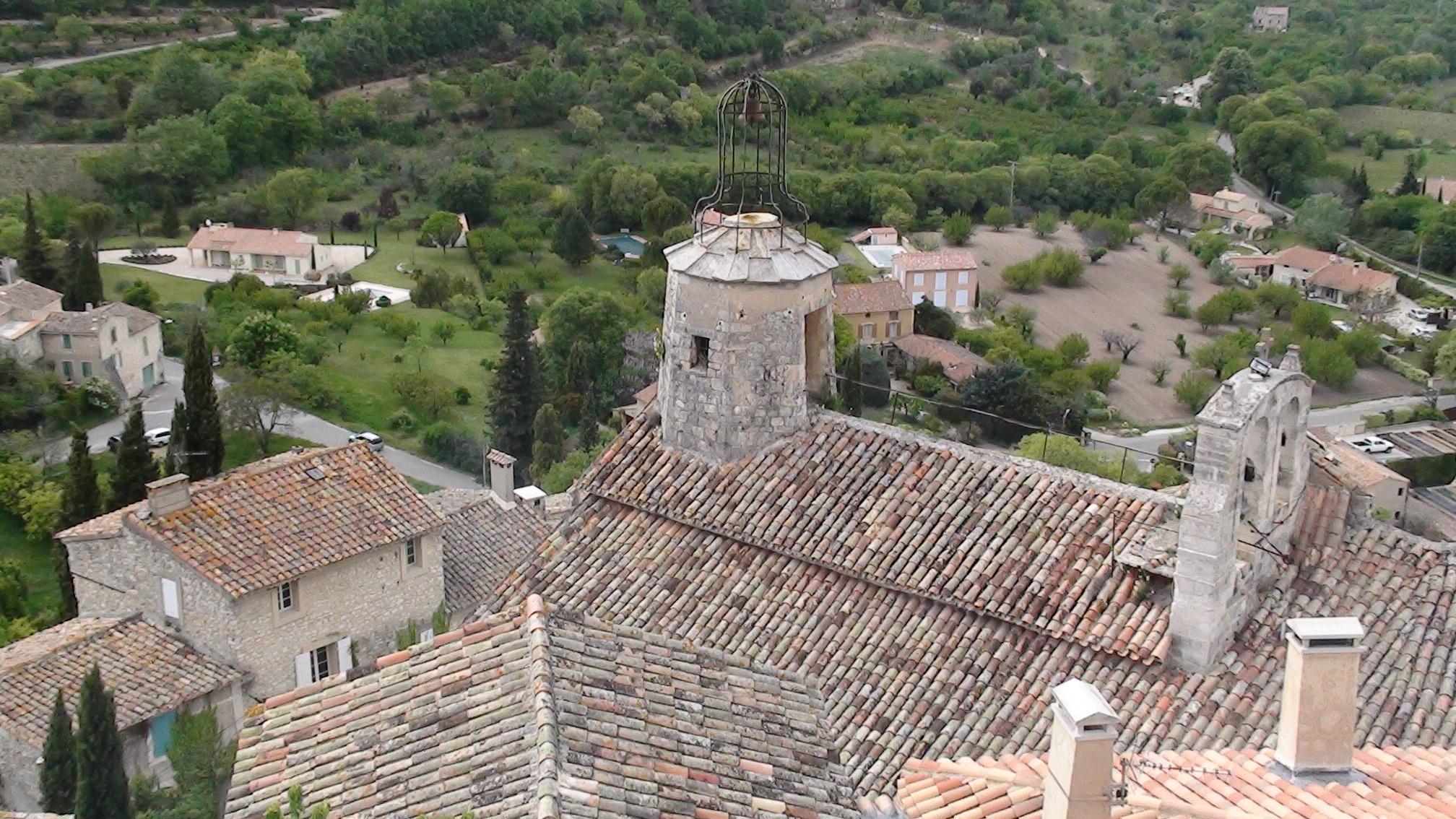 Photo le beaucet 84210 l 39 glise vue depuis la for Restaurant le beaucet