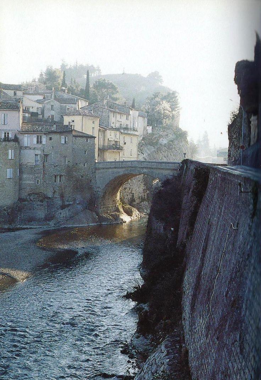 photo vaison la romaine 84110 le pont romain sur l 39 ouveze vaison la romaine 274527. Black Bedroom Furniture Sets. Home Design Ideas