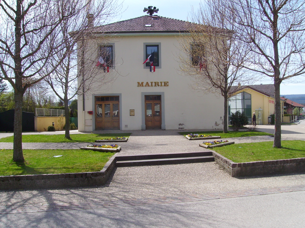 photo 224 port 01460 la mairie de port 13025 communes
