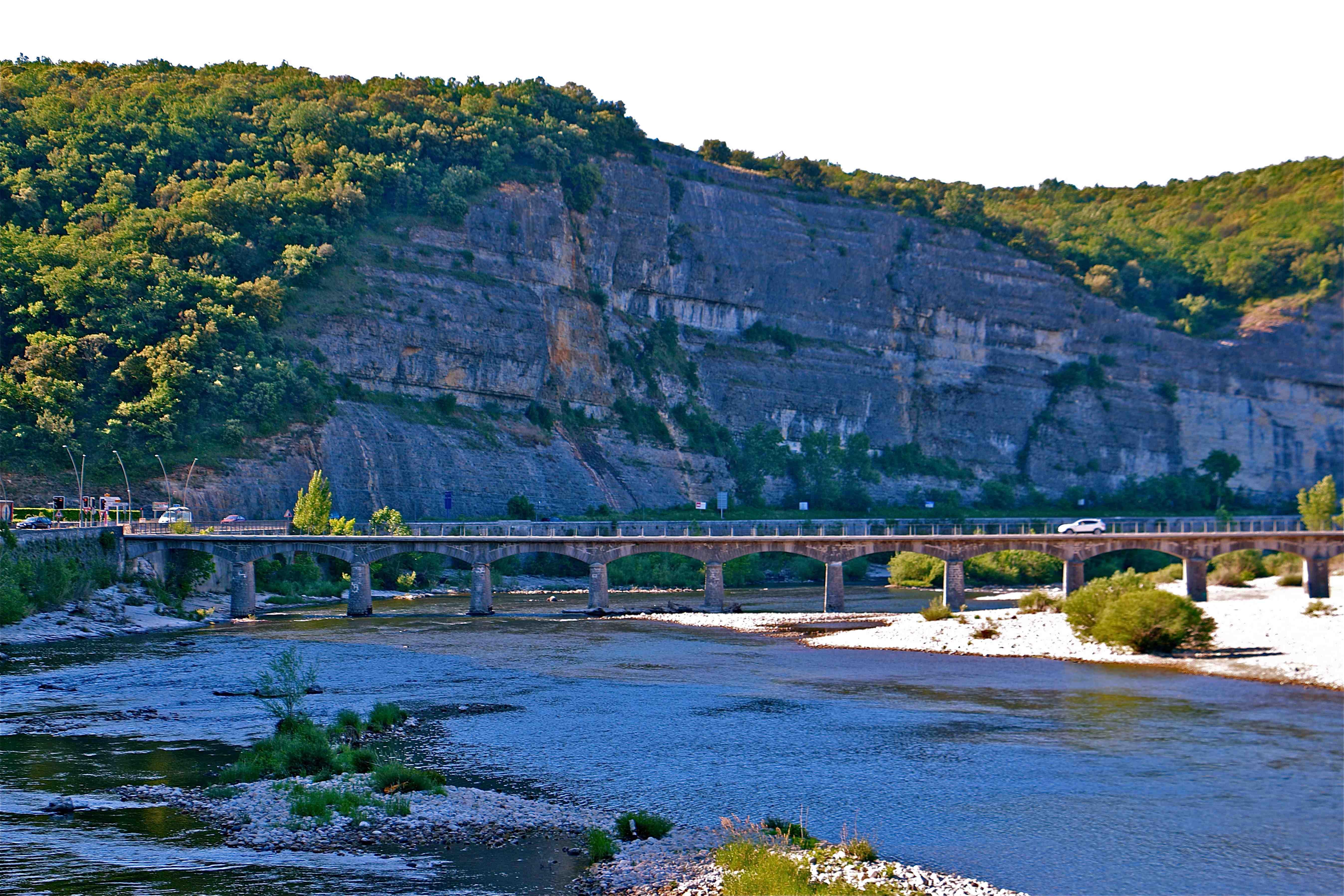 Photo vallon pont d 39 arc 07150 vallon pont d 39 arc - Office du tourisme de vallon pont d arc ...