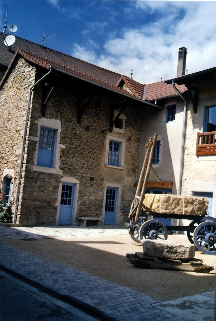 Photo montalieu vercieu 38390 maison de la pierre et for Maison la pierre