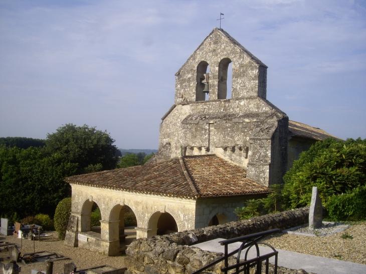 Photo à Sainte-Florence (33350) : L'église romane 11ème ...