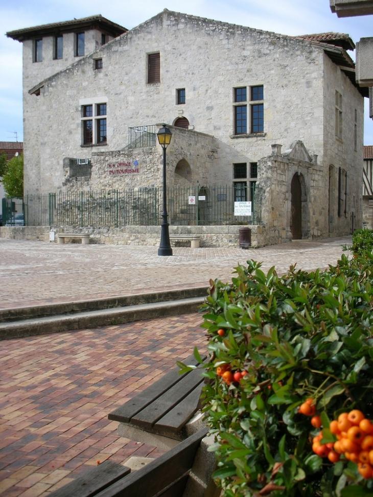 Photo casteljaloux 47700 la maison du roy si ge de l 39 office de tourisme casteljaloux - Office tourisme lot et garonne ...