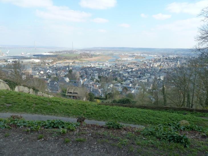 Le Mont Joli : vue sur Honfleur et l'estuaire de la Seine - Équemauville
