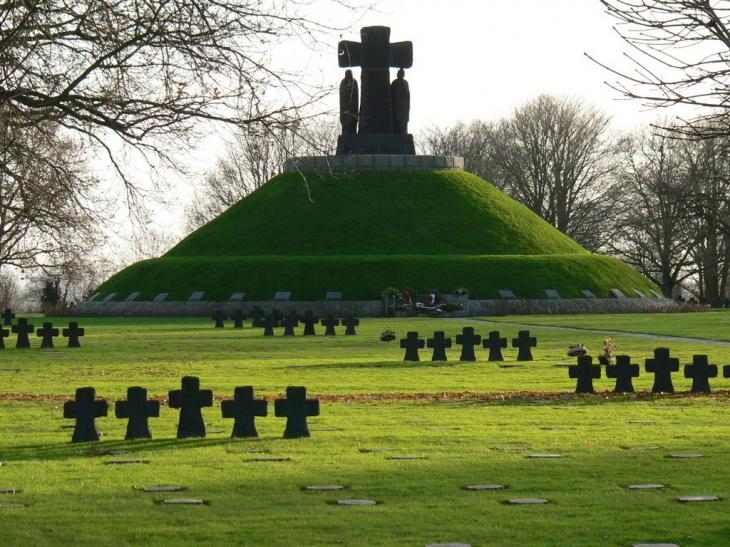 Le cimetière militaire allemand - La Cambe
