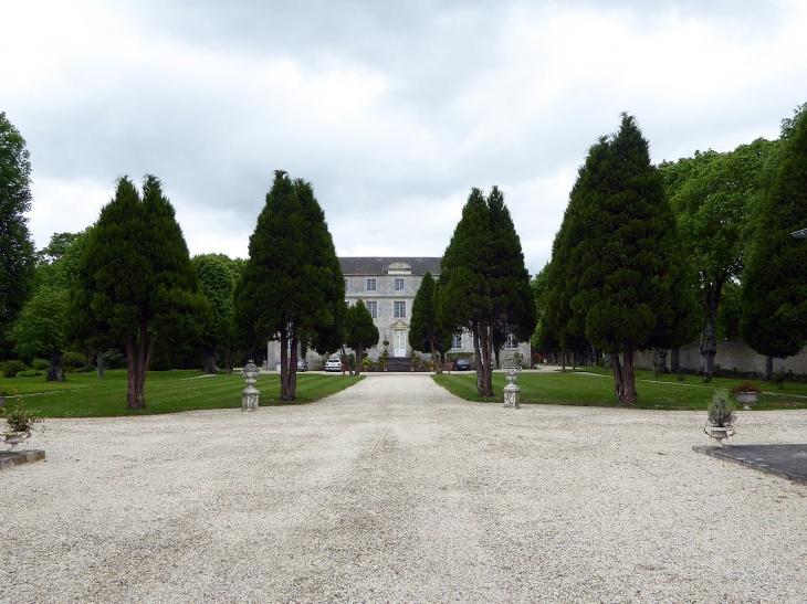 Le château dans son parc - Meuvaines