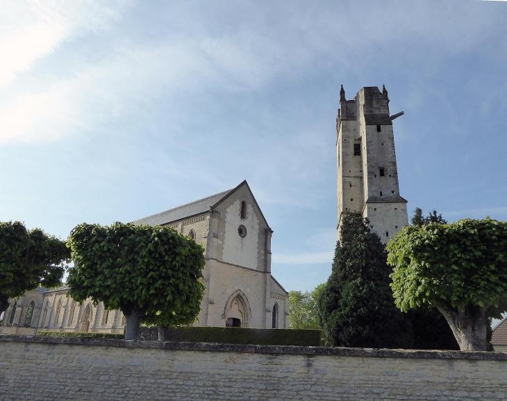 L'église au clocher séparé - Ranville
