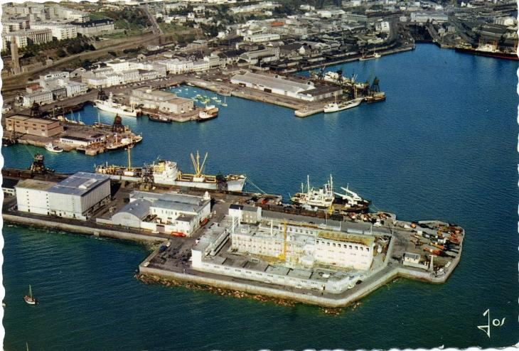 Photo brest 29200 les bassins du port de commerce carte postale de 1970 brest 165523 - Restaurant port de commerce brest ...