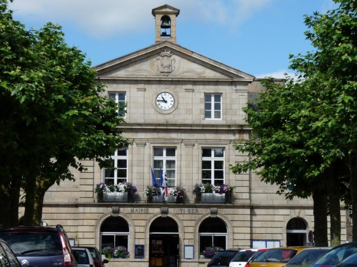 Photo carhaix plouguer 29270 la mairie carhaix - Piscine de carhaix plouguer ...