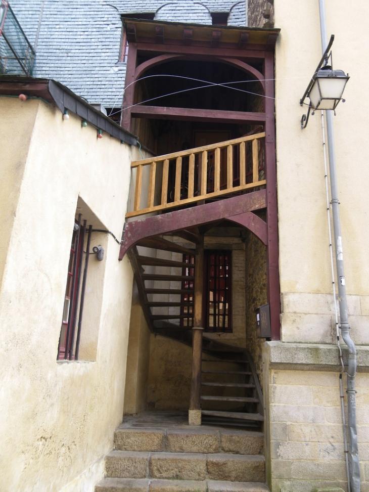 photo rennes 35000 ancien escalier en bois dans le vieux rennes 48426. Black Bedroom Furniture Sets. Home Design Ideas