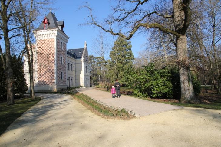 Photo saint doulchard 18230 chateau de varye saint for Piscine saint doulchard