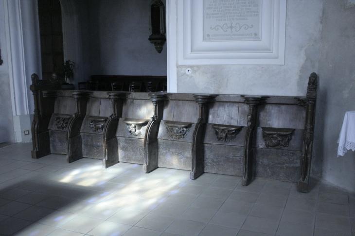 photo poc sur cisse 37530 les stalles avant restauration poc sur cisse 134231. Black Bedroom Furniture Sets. Home Design Ideas