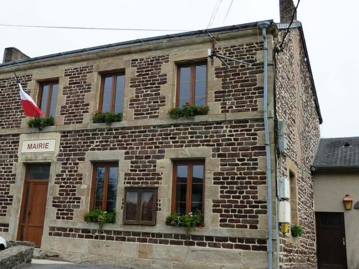 La mairie - Sévigny-la-Forêt