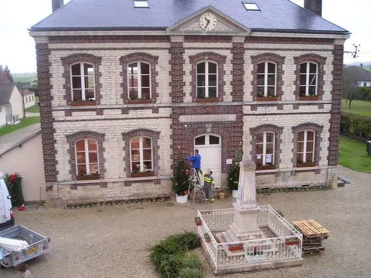 Mairie début décorations de Noël - Torvilliers
