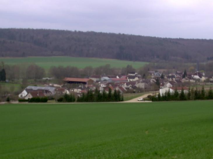 Vue par la route de Fontette - Verpillières-sur-Ource