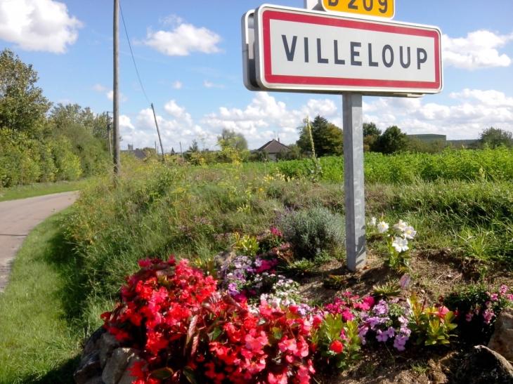 Entrée du Village  - Villeloup