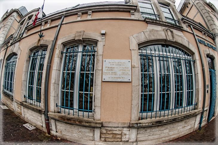 H tel de police plaque comm morative du 24 novembre 1992 for Chaumont haute marne