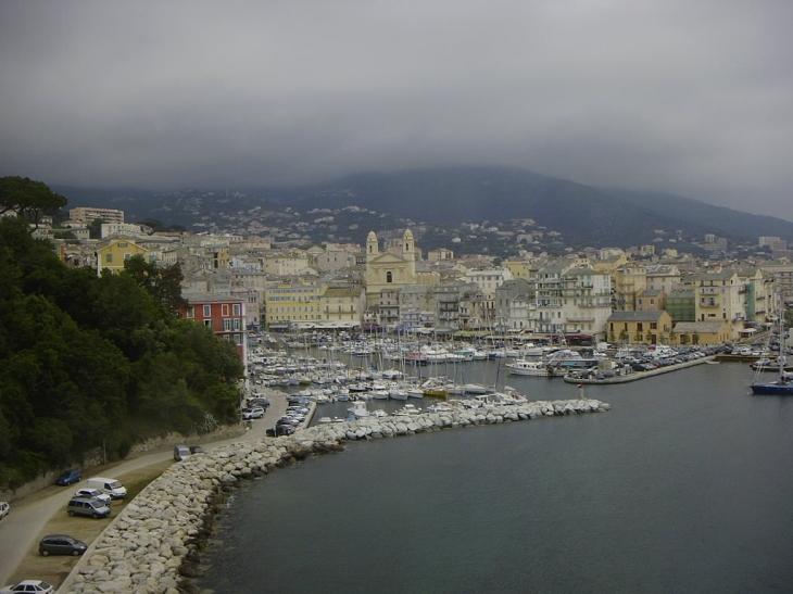 Photo bastia 20200 vue sur le port depuis le haut de la ville bastia 25980 - Location voiture bastia port ...
