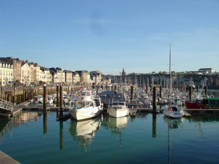 communes.com/images/thumbs/haute-normandie/seine-maritime/dieppe_76200/730x328/Dieppe_41393_dieppe-l-avant-port.jpg