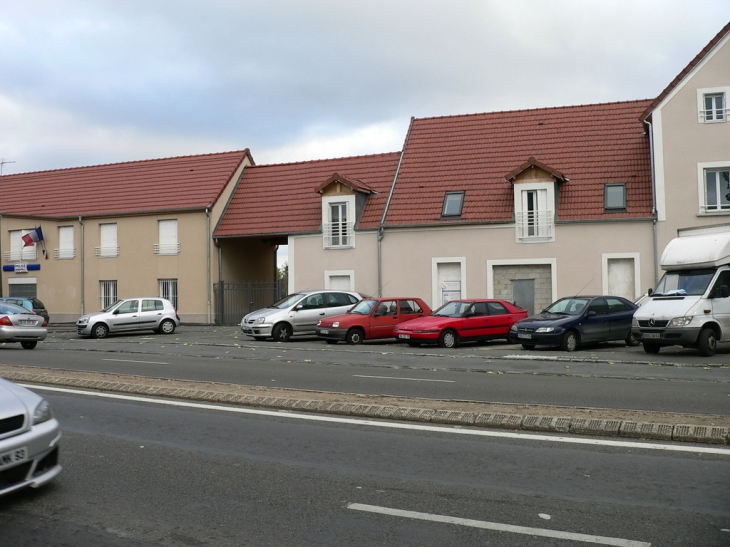 Photo garges l s gonesse 95140 place henry barbusse garges l s gonesse 25833 - Meteo garges les gonesse ...