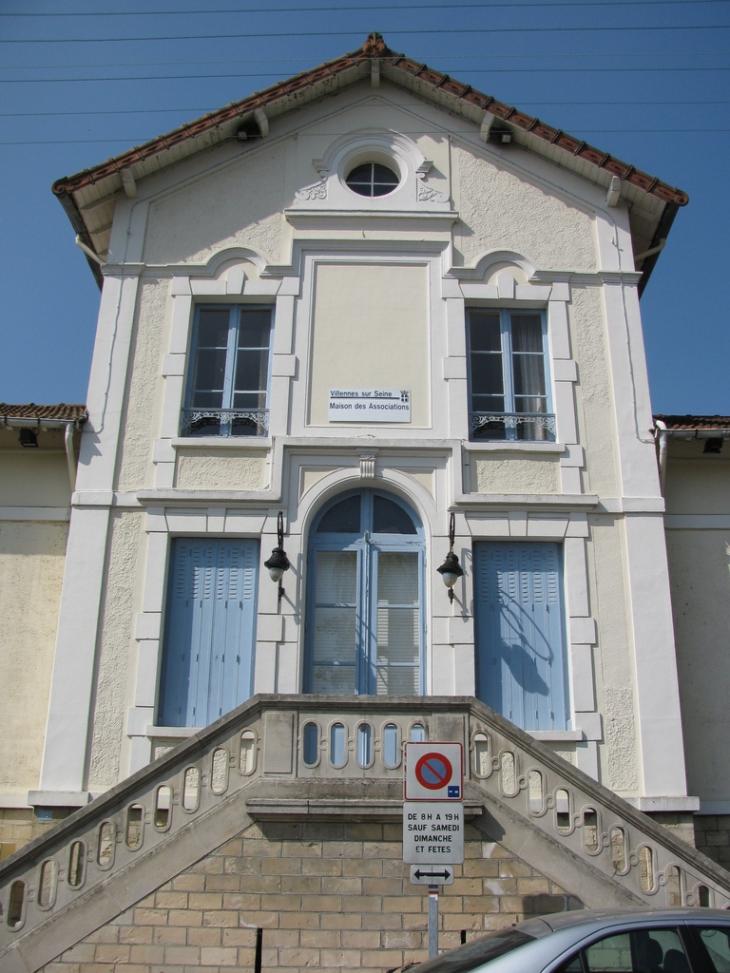 Mairie de vernouillet for Piscine verneuil sur seine