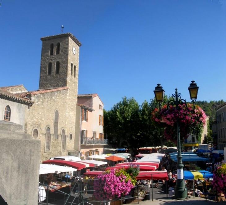 L'église et le marché - Espéraza