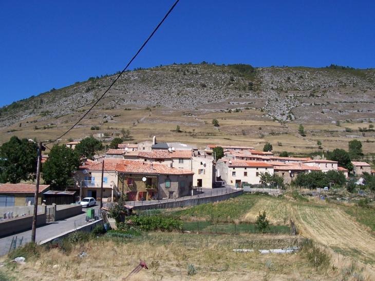 Le village - Le Clat