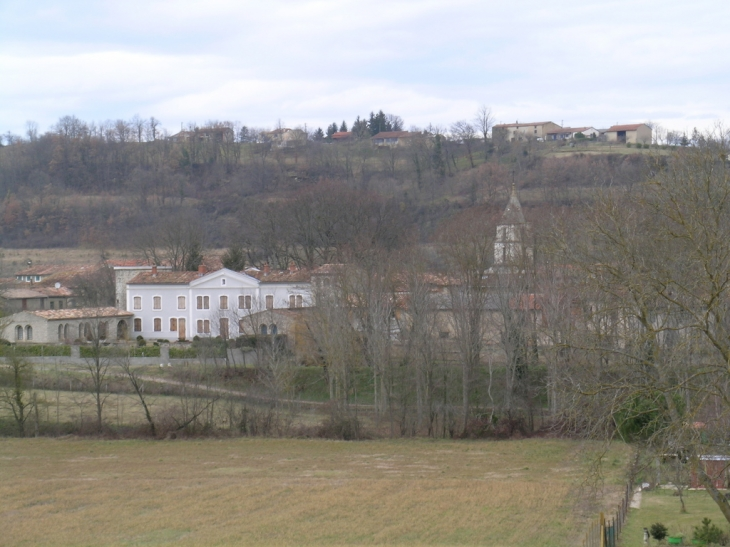 Le village vu des collines avoisinantes. - Sainte-Colombe-sur-l'Hers
