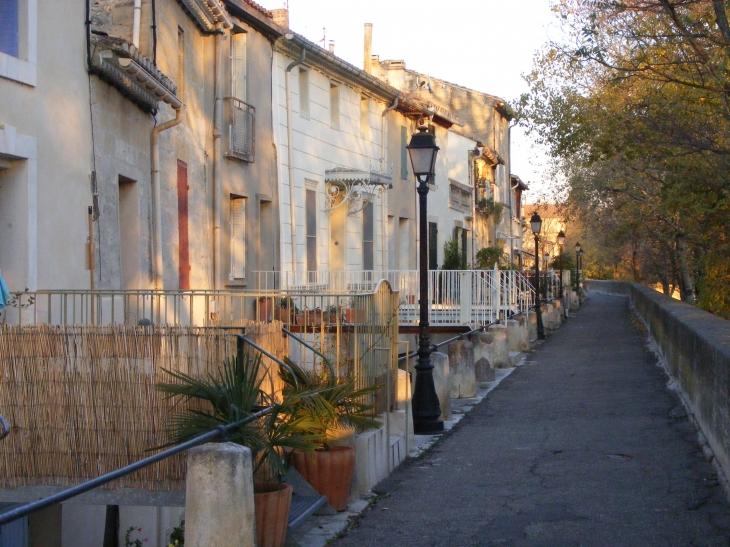 Photo aramon 30390 quais d 39 aramon 77949 - Office du tourisme languedoc roussillon ...