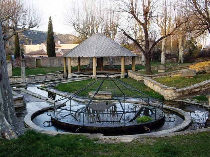 Le parc et son kiosque - Saint-Bonnet-du-Gard