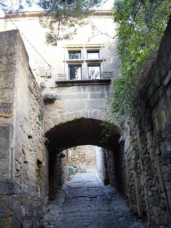 Passage sous une maison - Saint-Bonnet-du-Gard