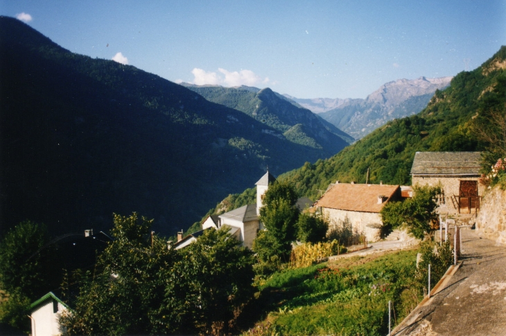 Vue au dessus du village - Illier-et-Laramade
