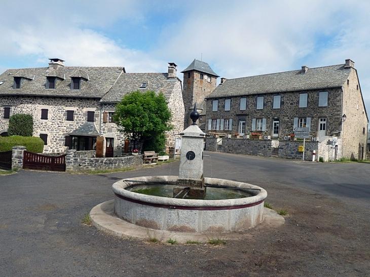 Le centre du village Le 1er Janvier 2016 les communes  Alpuech, Graissac, Lacalm, La Terrisse, Sainte-Geneviève-sur-Argence et Vitrac-en-Viadène  ont fusionné  pour former la nouvelle commune Argence-en-Aubrac. - Agen-d'Aveyron