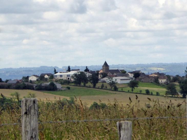 Vue sur le village - Almont-les-Junies