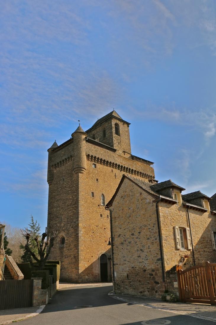L'église fortifiée d'Inières ou Notre Dame de la Nativité. - Sainte-Radegonde