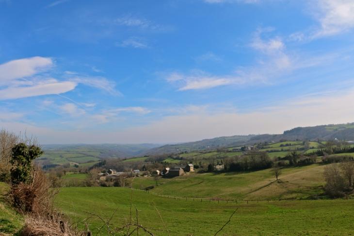 Vue du village de Saint Hilaire. - Trémouilles