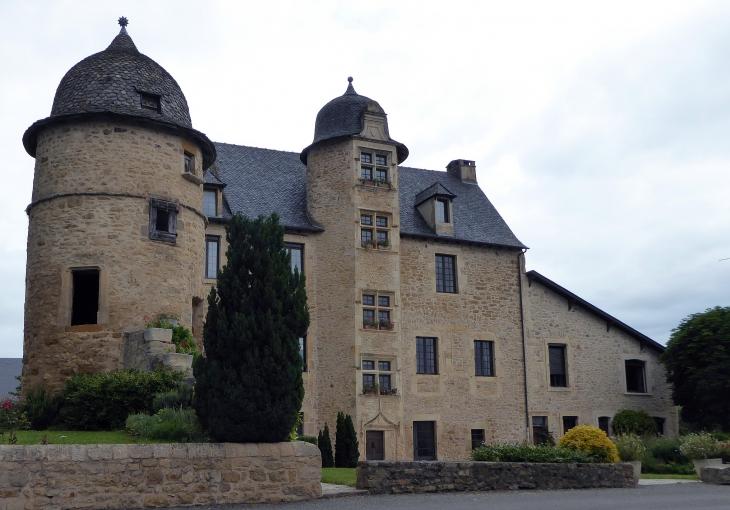 La façade du château - Valzergues