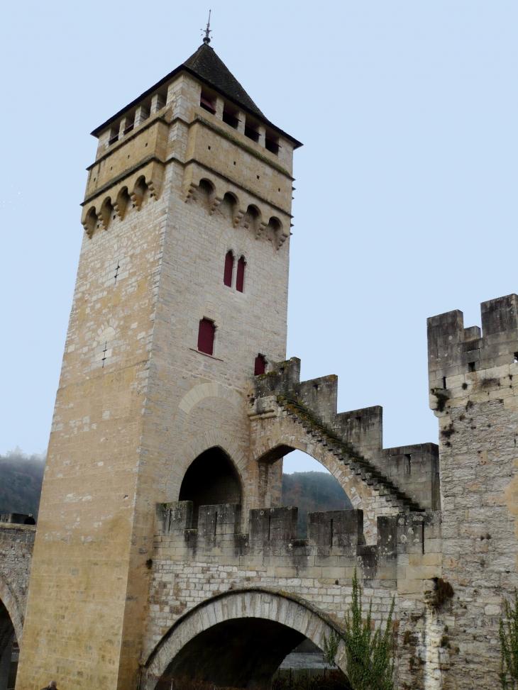 Le Pont Valentré. Détail d'une tour carrée. - Cahors