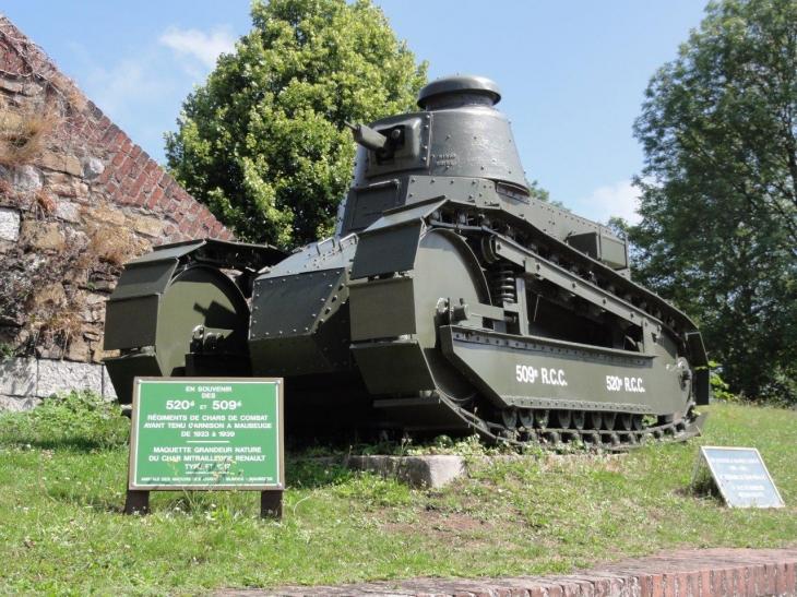 Photo maubeuge 59600 maubeuge 59600 monument maquette de char cot de la porte de - Location voiture maubeuge ...