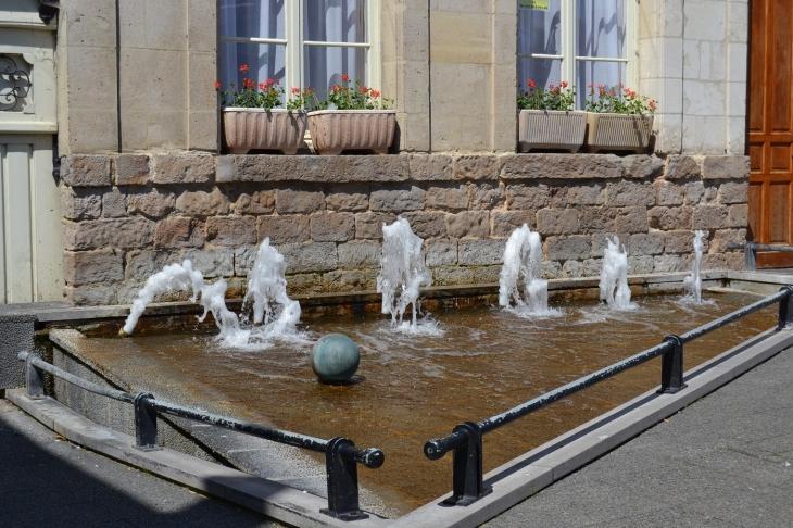 Photo saint venant 62350 hotel de ville fontaine for Hotel nord pas de calais avec piscine