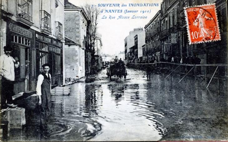 photo nantes 44000 inondations janvier 1910 la rue alsace lorraine carte postale. Black Bedroom Furniture Sets. Home Design Ideas