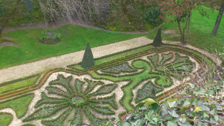 photo angers 49000 jardins dans la douves angers 179594. Black Bedroom Furniture Sets. Home Design Ideas