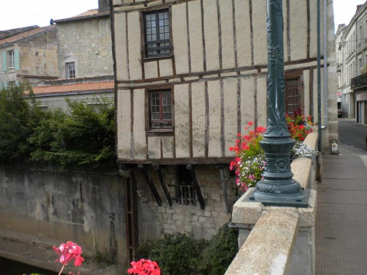 Photo fontenay le comte 85200 fontenay le comte for Location garage fontenay le comte