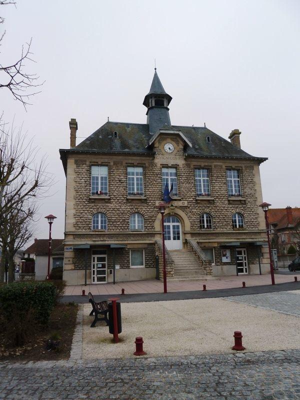 Photo guignicourt 02190 la mairie guignicourt for Restaurant le jardin 02190 neufchatel sur aisne