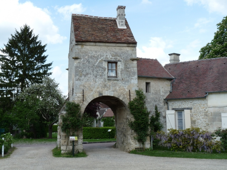 Photo saint jean aux bois 60350 vieille porte de la ferme abbaye sain - Vieille porte de ferme ...