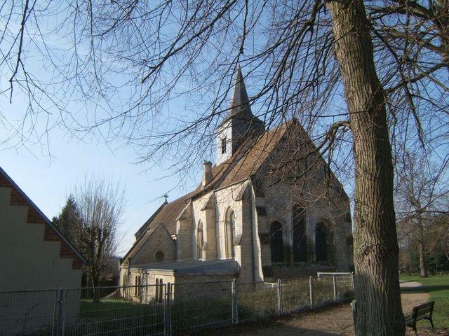 Photo trie ch teau 60590 l 39 eglise vue du parc trie for Piscine trie chateau
