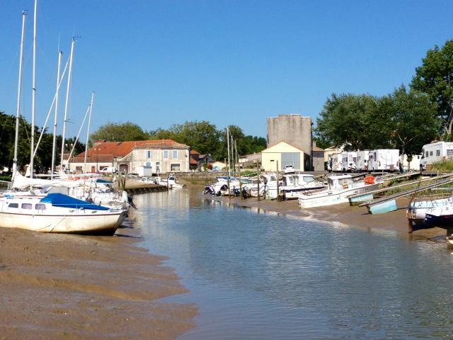 Le port. - Chenac-Saint-Seurin-d'Uzet