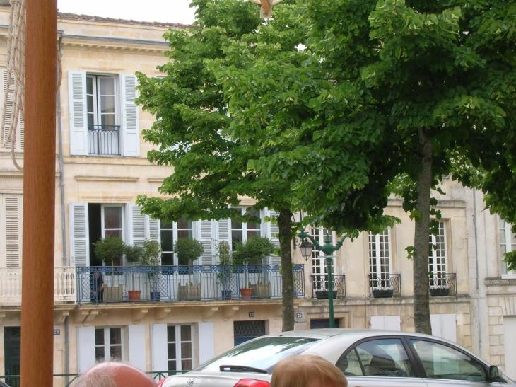 Photo jonzac 17500 belle maison jonzac 26925 for Maison jonzac