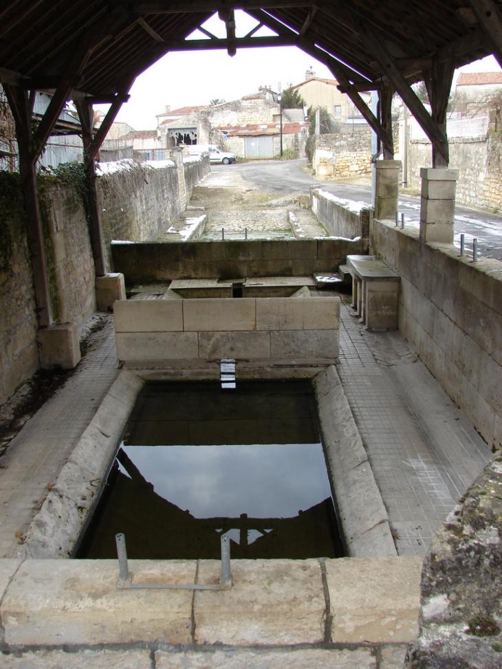 Le lavoir du Bourg - Charmé